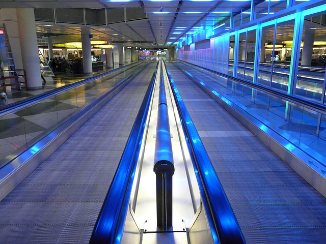 moving-walkway-64359_640