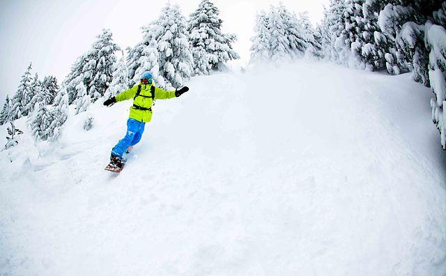 Snowboarding_in_Brezovica_Kosovo