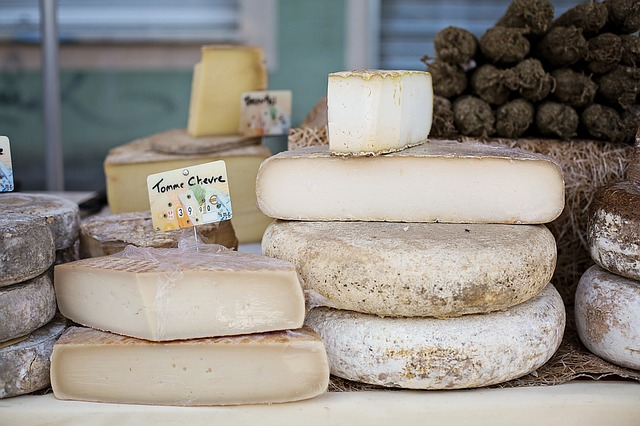 cheeses-1433514_640