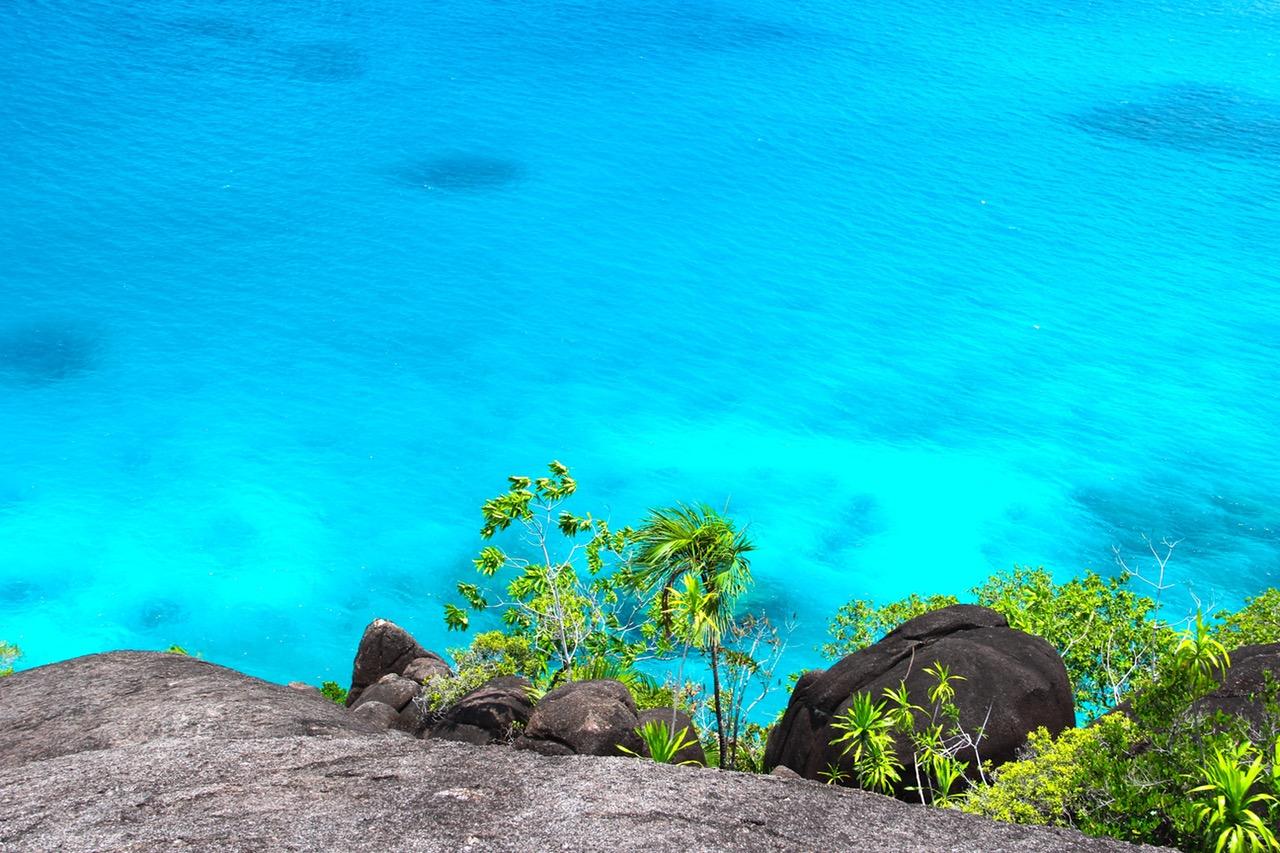 sea-boot-seychelles-water